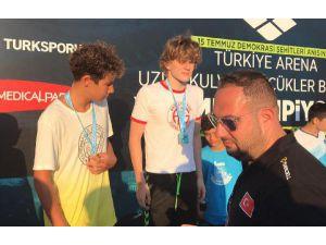 Yüzücüler İzmir'den Başarıyla Döndü