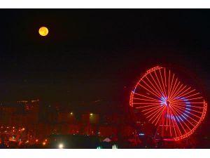 'Antalya'nın Gözü' Dönme Dolap, Işıl Işıl
