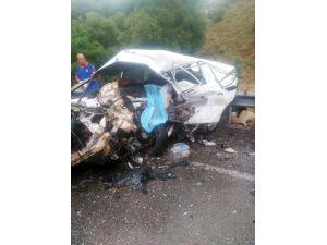 Isparta-konya Karayolu Üzerinde 2 Aracın Çarpışması Sonucu Meydana Gelen Kazada İlk Belirlemelere Göre 3 Kişi Öldü, 1 Kişi Yaralandı.