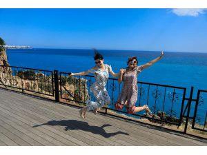 Denizin Rengi Turkuaza Döndü, Turistler Fotoğraf Çekti