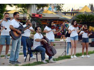 Konyaaltı Belediyesi Oda Orkestrasından Flash Mob