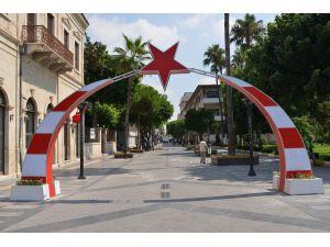 Atatürk Caddesi'nin Simgesi Ay Yıldızlı Tak Yenilendi