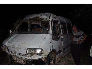 Tarım İşçilerini Taşıyan Minibüs Şarampole Devrildi: 1 Ölü, 5 Yaralı