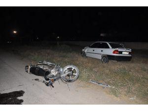 Kahramanmaraş'ta Motosiklet İle Otomobil Çarpıştı: 1'i Ağır 2 Yaralı