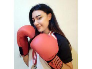 Böbrek Nakilli Dünya Şampiyonu Melike'nin Rehberi Muhammed Ali