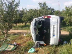 Isparta'da Kaza Yapan Araç Elma Bahçesine Yuvarlandı