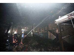 Mersin'de Eğlence Mekanındaki Yangın Zarar Yol Açtı