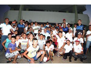 Gültak, Silifke Kampındaki Çocukları Ziyaret Etti