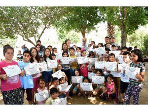Başkan Bozdoğan, Çocuklarla Birlikte Şarkı Söyleyip, Seramik Boyadı