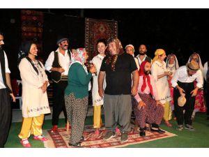 Tiyatro Sahnesi Yaylalara Kuruluyor, Çocuklar İlk Kez Tiyatro İzlemenin Heyecanını Yaşıyor