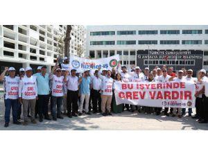 Hizmet-iş Sendikası, Büyükşehir'deki Grevini Sürdürüyor