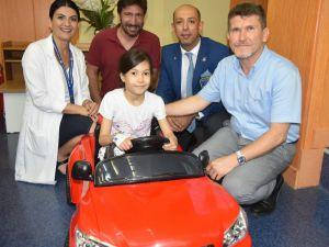 Çocuklar Ameliyata Akülü Arabayla Gidiyor