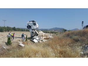 Isparta'da Saman Yüklü Tırın Kupası Şaha Kalktı: 1 Yaralı