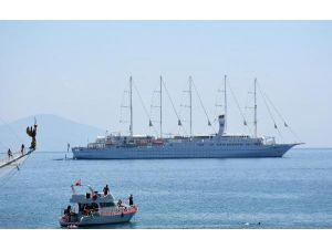 Dünyanın En Büyük Yelkenli Gemilerinden Club Med 2, Alanya'da