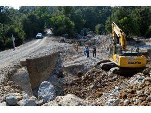 Manavgat Ballıbucak'ta Köprü Bakım Çalışması