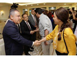 Başkan Böcek, Belediye Personeliyle Bayramlaştı