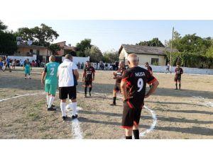 Köylüler 70 Yıllık Çöplüğü Futbol Sahası Yaptılar