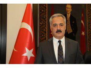 Isparta Valisi Seymenoğlu Ve Belediye Başkanı Başdeğirmen'den Kurban Bayramı Mesajları