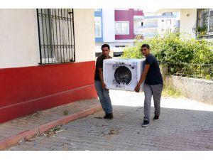 Mersin Büyükşehir'den Yangında Evleri Zarar Gören Ailelere Beyaz Eşya Yardımı