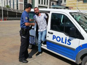 146 Yıl Hapis Hapis Cezasıyla Aranan Dolandırıcı Yakalandı