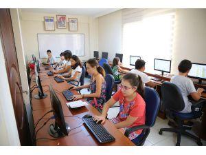 Akbem'de Bilgisayar Kodlama Eğitimi