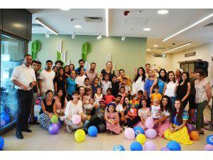 Kanser Hastası Miniklere Hastanede Bayram Kutlaması