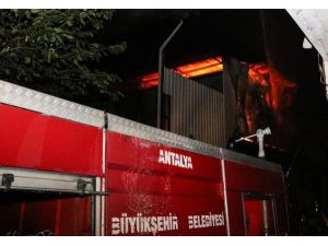 Boya İmalathanesindeki Yangın Korkuttu