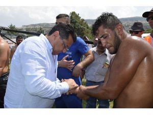 Parmağı Çıkan Güreşçiye İlk Müdahaleyi Doktor Milletvekili Yaptı