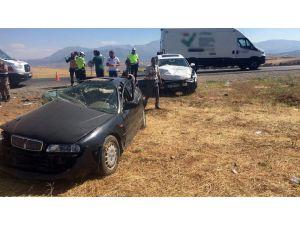Kahramanmaraş'ta İki Otomobil Çarpıştı: 3 Yaralı