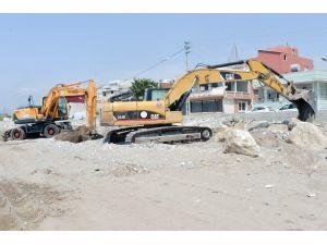 Büyükşehir'den Karaduvar'da Plaj Düzenleme Çalışması