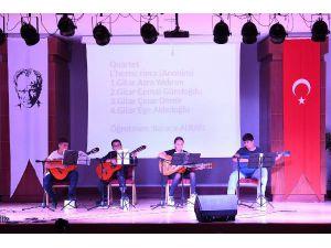 Yaz Okulu Öğrencilerinden Müzik Dinletisi