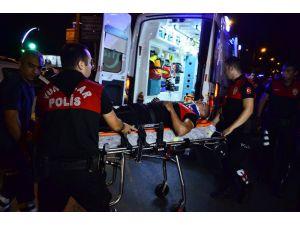 Adana'da Otomobil İle Motosikletli Yunus Ekibi Çarpıştı: 1 Polis Yaralandı