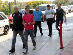 Polise Havai Fişekle Saldıranlara Ev Hapsi