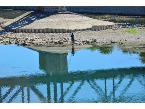 Nehrin Suyu Kesildi Olta Balıkçılarına Gün Doğdu