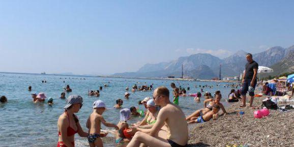 Antalya'da Sıcak Hava Bunalttı, Sahiller Doldu