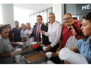 Mezitli Belediyesi Aşure Dağıttı