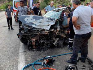 Burdur'da İki Otomobil Kafa Kafaya Çarpıştı: 1 Ölü, 5 Yaralı