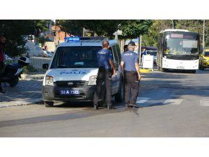Okula Giden Öğrenciye Yaya Geçidinde Otomobil Çarptı