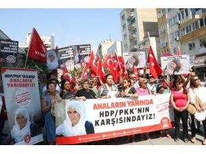 Diyarbakır'daki Annelere Destek Verip, Hdp'nin Kapatılması İçin İmza Kampanyası Başlattılar