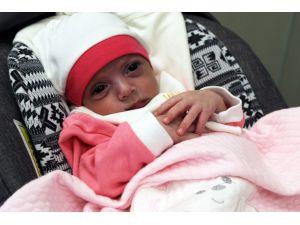 10 Binde Bir Görülen Kalp Rahatsızlığıyla Doğan Rensi Bebek Hayata Tutundu