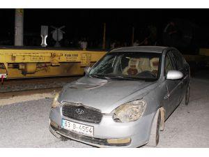 Tarsus'ta Tren İle Otomobil Çarpıştı: 4 Yaralı
