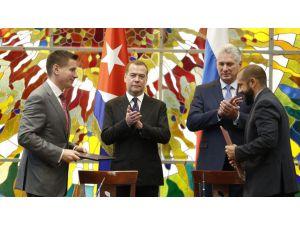 Rusya Başbakanı Medvedev'den Küba Ziyareti