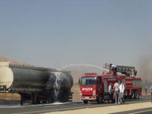 Nusaybin'de ham petrol yüklü tankerde yangın