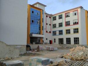 Veliler okul inşaatının bitirilmesini istiyor