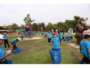 Kepez'de öğrenciler çevre temizliği yaptı