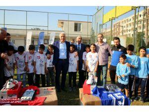 Akdeniz Belediyesi'nden Amatör Spor Kulüplerine Malzeme Desteği
