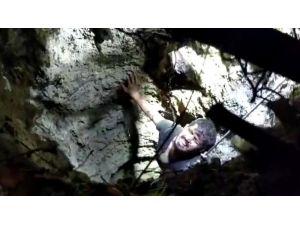 15 Metrelik Kuyuya Düştü, Cep Telefonu Sayesinde Kurtarıldı