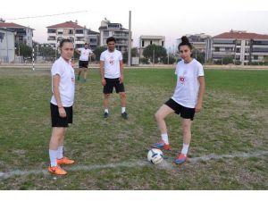 Erkek Futbol Takımı Kadrosunu Kadın Memurlar Tamamladı