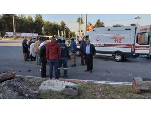 Otomobil İle Elektrikli Bisiklet Çarpıştı: 2 Yaralı