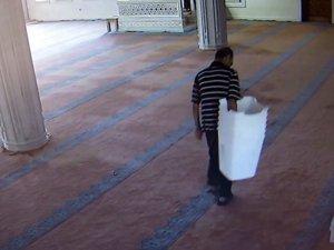 Bir camiyi 5 gün arayla 2 kez soydu